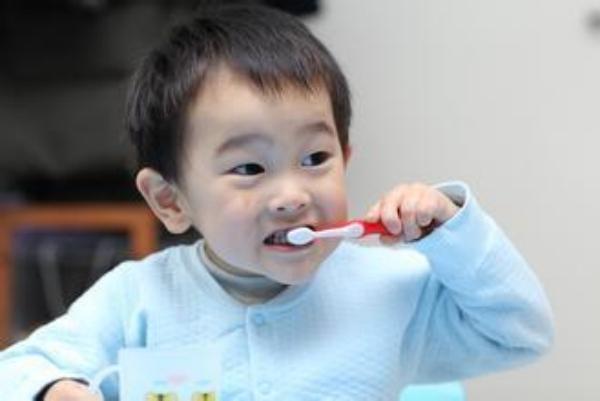 十类食物的正确食用可预防儿童黄牙
