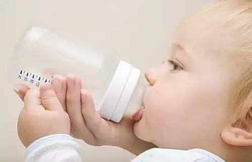 婴幼儿奶粉颜色不一样是假货吗